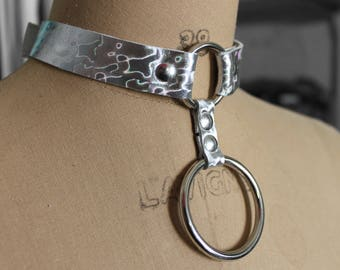 Holographic leather choker with hanging ring