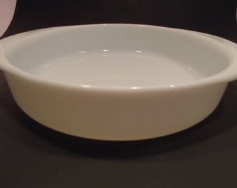 Pyrex White Glass Round Serving Baking Dish Casserole 221  Milk Glass