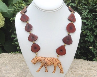 Vintage Wood Cheetah Necklace / Wood Necklace / Ethnic African Necklace