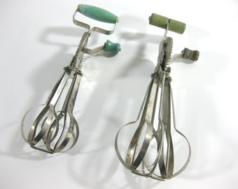 Vintage Hand Mixer Egg Beater ~ Set of 2 ~  'Ladd' Egg Beater From United Royalties - Green Wood Handles