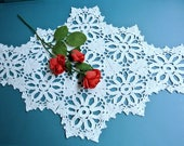 Lovely well done vintage 1970s handmade crochet white cotton yarn flower motive tablet tablecloth