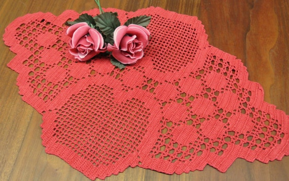 Lovely well done vintage 1980s square handmade crochet Christmas red cotton yarn tablet tablecloth