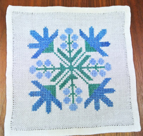 abstract pattern in turqouise blue colors X-small exellently done vintage 1950s handmade cross-stitch embroidery tablet table-cloth w conv