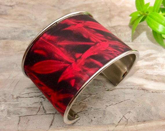 RED 'N' BLACK Shibori Wide Leather Cuff Bracelet, Adiré Leather Bracelet, Tie-Dyed Italian Leather