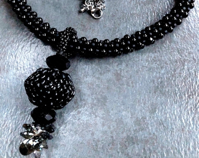 BLACK PEARLS 'N' CRYSTALS necklace and earrings set with detachable pendant, Kumihimo,
