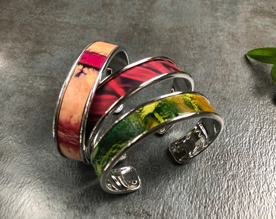 ZAWADI Shibori Narrow Leather Cuff, tie dyed Leather,  Leather Bracelet