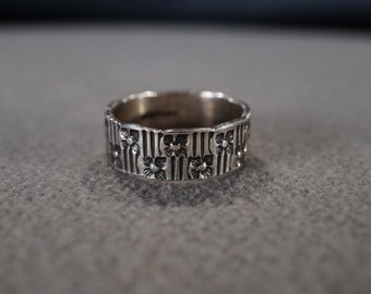 Size 7.5 Vintage Serling Silver Yellow Gold Overlay Cigar Wedding Band Stacker Design Ring Fancy Scrolled Setting Victorian Style