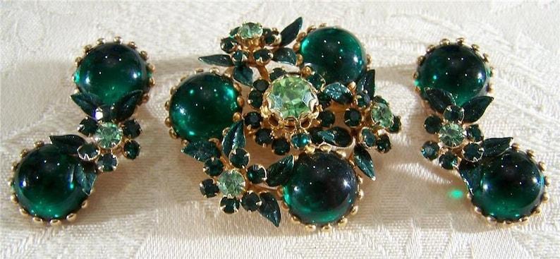 Vintage Yellow Gold Tone Multi Round Emerald Green Rhinestone Enameled bold clip on Dangle Earring Pin Brooch SET        **RL