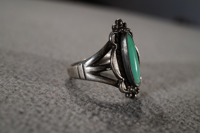 Size 6 Vintage Sterling Silver Band Ring Marquise Bezel Set Turquoise Fancy Scrolled Southwestern Style Design Setting