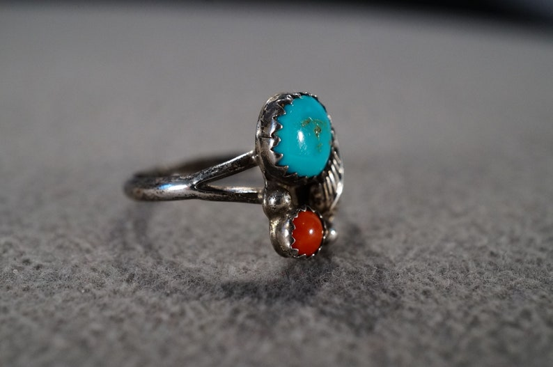 Vintage Sterling Silver Band Ring 2 Round Bezel Set Red Coral Turquoise Raised Relief Etched Leaf Design Setting Southwestern Style Size 7