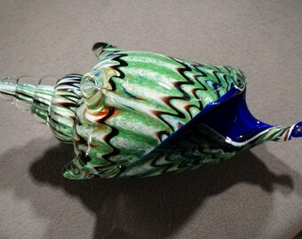 Vintage Hand Blown Artist Paper Weight Sculpture Multi colored Curved Detailed Conch Sea Shell Design Home Decor