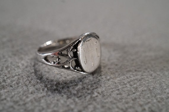 Vintage Sterling Silver Band Ring Fancy Raised Relief Scrolled Etched Figural Design Art Deco Style Size 7 Adjustable