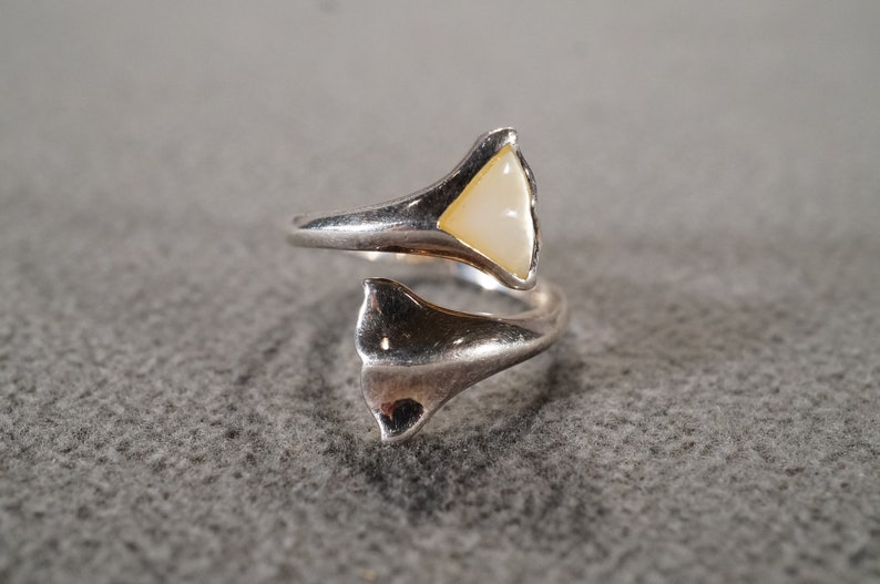 Vintage Sterling Silver Band Ring Trillion Mother Of Pearl Adjustable Bypass Design Setting Art Deco Style Size 8