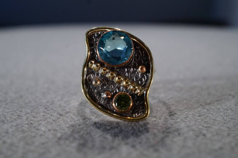 Vintage Sterling Silver Yellow Rose Gold Overlay Band Ring 2 Round Bezel Set Blue Topaz Peridot Fancy Etched Raised Relief Setting Size 8.5