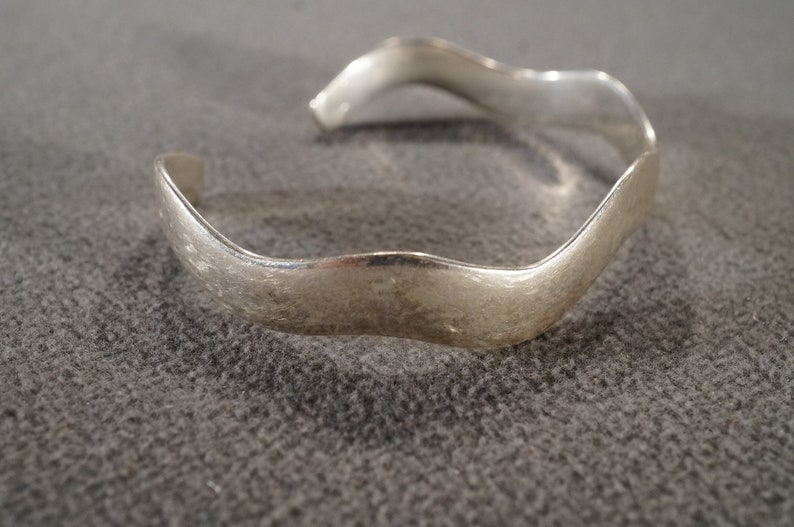 Vintage Sterling Silver Cuff Bangle Bracelet Sleek Curved Setting Artist Classic Collectable Eternity         #3250