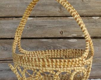 Large Sweetgrass Basket with handle - Charleston Sweetgrass Basket - Needs repair