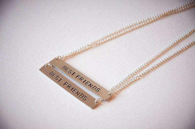 8d89c11d67 Collana con targhetta e scritta personalizzata , collane con targhetta e  nome, incisione, hand stamped, idea regalo, nomi, parole, numeri