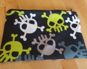 Skull zip pouch