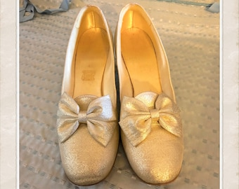 09d9f7c7f16a1 Vintage gold shoes | Etsy