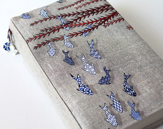 "Adjustable Pocketbook in natural linen illustrated ""Littles fihes azulejos"""