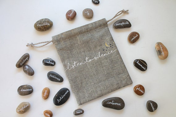 """Small linen bag """"Listen to silence"""" containing 30 Pebble to meditate"""