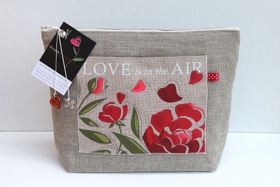 "Toiletry bag in natural linen ""Love is in the air"""
