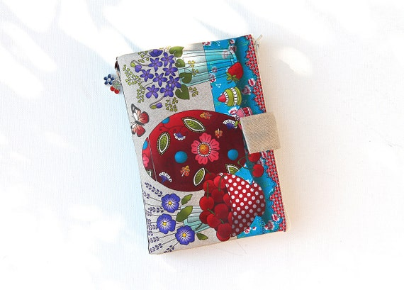 "Bag organizer / multipockets in natural linen illustrated ""cherries & violets"""