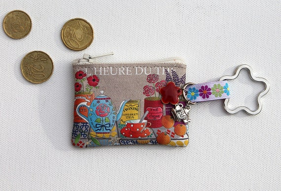 "Keychain - mini wallet in linen with message ""Tea time"""