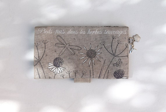 "checkbook holder in linen "" Pieds nus dans les herbes sauvages """