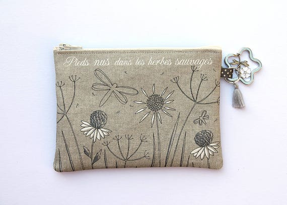 "Coin purse-key cards in natural linen with illustration ""Barefoot in the weeds"""