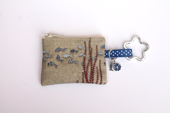 "key holder / mini coin purse in illustrated linen ""small azulejo fish"""