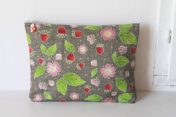 "Large pouch - linen toiletry kit ""sweet gariguette"""