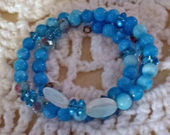 Beautiful Aqua Beaded Memory Wire Bracelet (E 482)