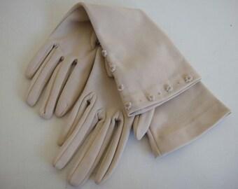 Vintage Cream Gloves by Cornelia James, Small, 6 1/2.
