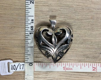 Vintage 925 Sterling Silver 9.7g Pendant Puffy Heart Open Floral Design