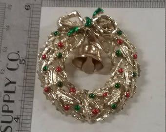 Vintage  goldtone  wreath pin brooch
