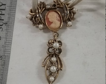 Used damaged goldtone necklace with cameo