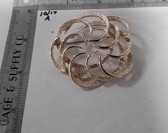 Gold tone pin brooch
