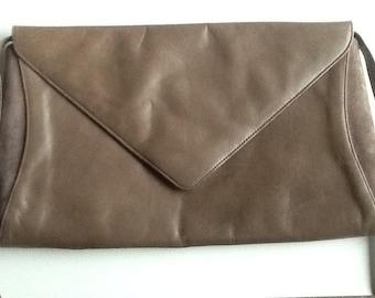 b104162e8688 Vintage leather Charles Jourdan 1970s envelope designer shoulder bag