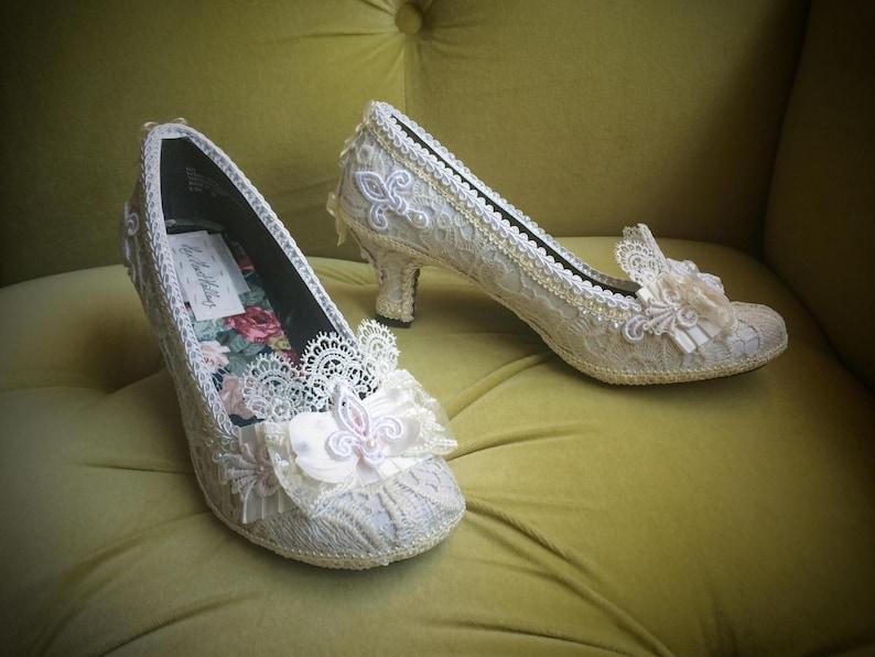 da067ccbea927 Wedding Pumps Marie Antoinette Shoes Heels Costum Bridal Ivory Off White  Antique Style Lace French Fleur De Lis Pearls Rococo Baroque Kawaii