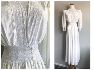 Glamourous 1940's 1950's Off White Lace Dressing Gown NightGown Vintage Wedding Bridal Lingerie Boudoir Maxi Full Length Dress Lacey Size XS