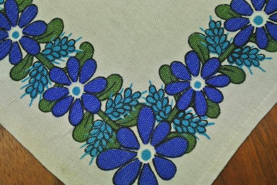 Swedish retro vintage 1970s small printed blueyellowgreen linen Lini Textil Ann-Sofie design tabelcloth runner w folkdance couples motive