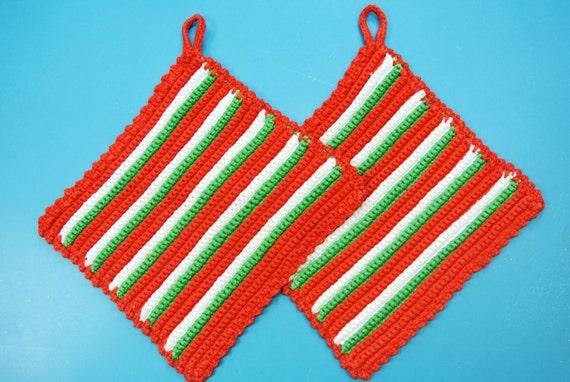 Paire de poignées de fil coton rouge / vert / blanc des années 1980 vintage en crochet suédois fait à la main