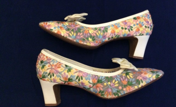 60s mod floral embroidered pumps shoes