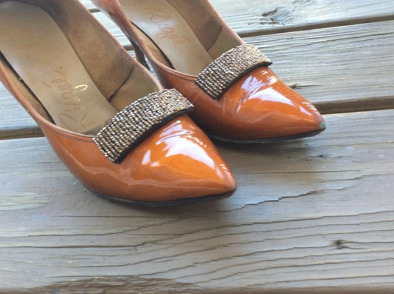 new style 1114f df684 Vintage 60er Jahre Pin-up Heels Pumps Schuhe retro Größe 7 orange patent  seltene Fashionista-Artikel