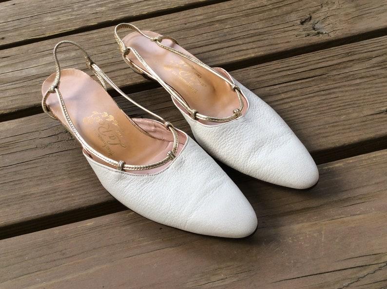 b58d13ddee3d4 Handmade white pebble leather 60s low heel heels shoes pumps size 7.5 mod  gold trim
