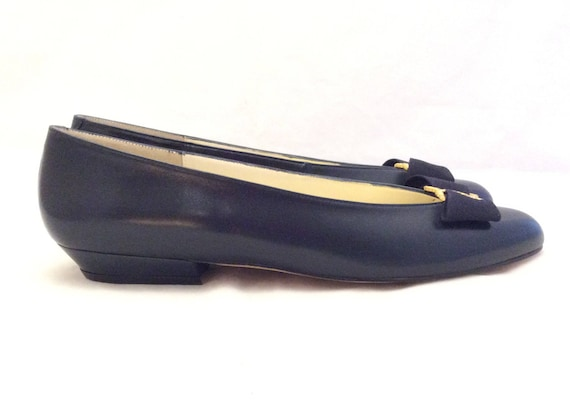 Vintage flat new old stock navy leather bow pumps