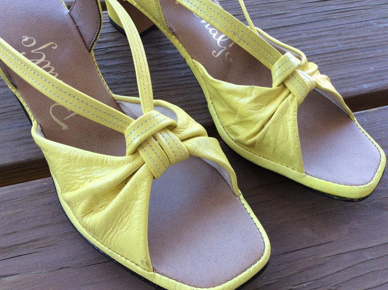 83dc489e66165 Vintage Penaljo sandals yellow leather retro 70s 80s size 7 new old stock  funky mod