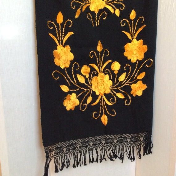 1950s Mexican embroidered shawl wrap vintage Mid … - image 2