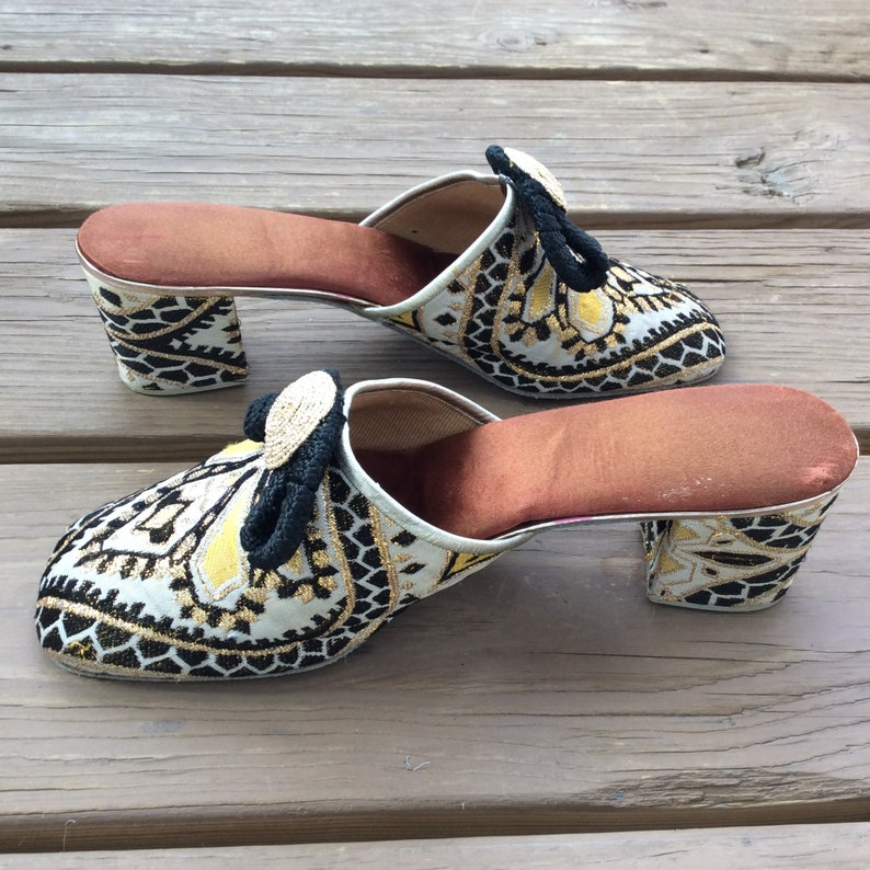7b650dd0ca0fa Funky mod Vintage brocade house slippers floral 60s 70s made in France size  7.5
